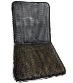 Sobre asiento y respaldo de alambre