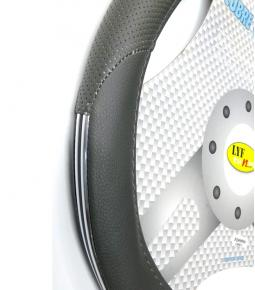 Cubre Volante Gris Micro Perforado con Aplique Cromado